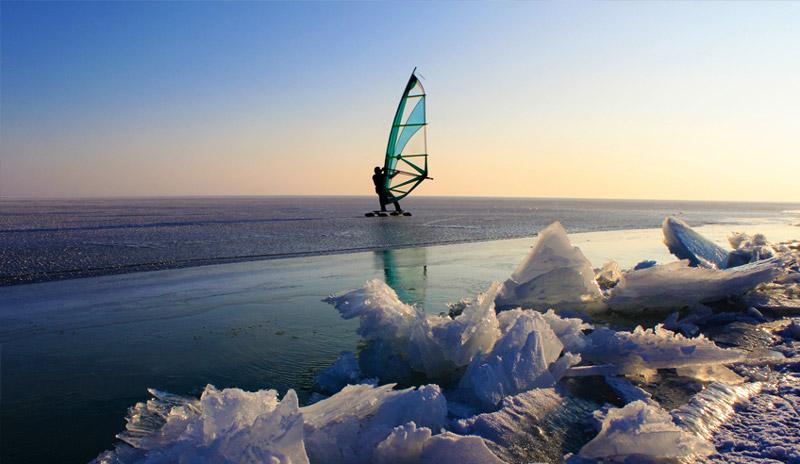 Man windsailing